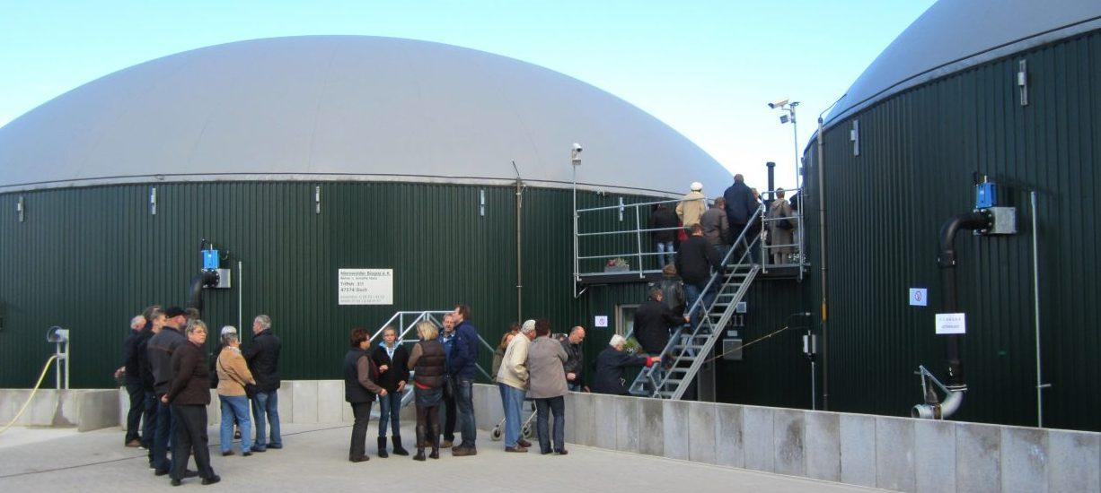 biogasanlage mit personen
